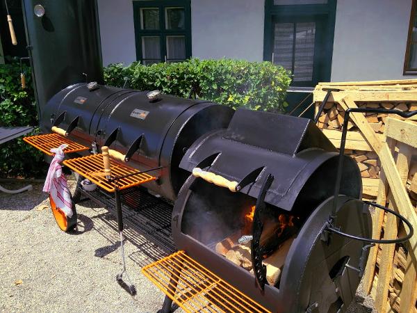 Smoker im Garten des Landgasthaus Sittinger